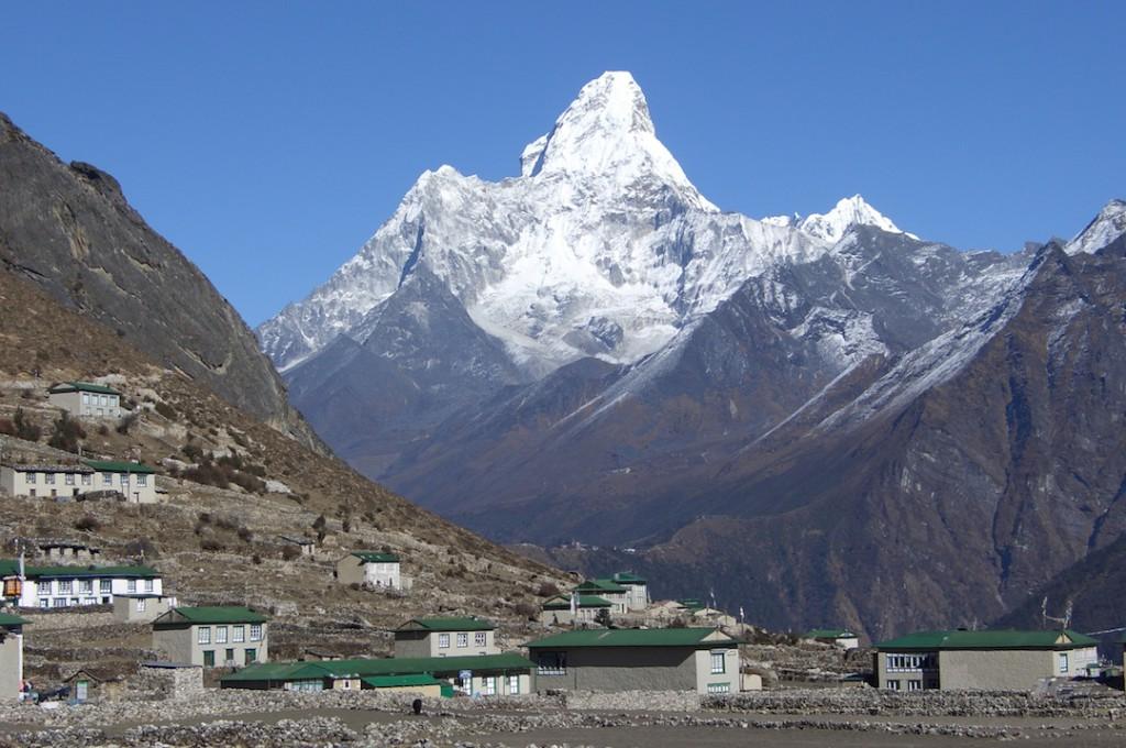 Ama Dablam und das Dorf Khumjung
